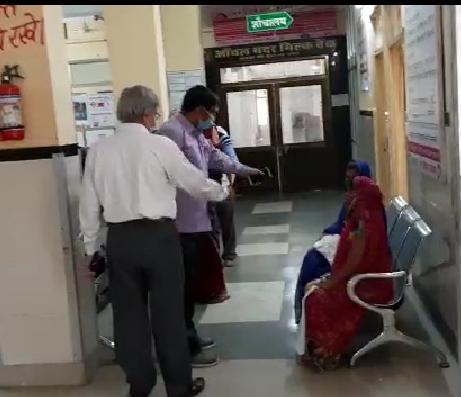राजकीय चिकित्सालय व कोविड अस्पताल का एसडीएम ने किया निरीक्षण