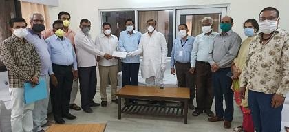 समिति को 1 लाख16 हजार 500 की नकद राशि विधायक सयंम लोढा की मौजूदगी में एससीसीबी के अधिकारियों व कर्मचारियों ने सौपा।
