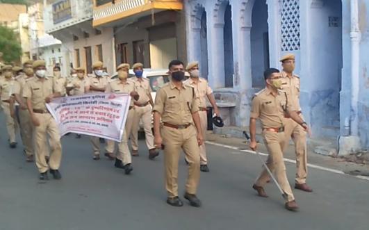शहर को ना आए आंच पुलिस ने किया फ्लैग मार्च