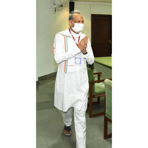 रात्रि कालीन कर्फ्यू में जुर्माना राशि व कोरोना रोगियों का जीवन बचाने अधिकारी ततपरता से कार्य करे: मुख्यमंत्री अशोक गहलोत।।